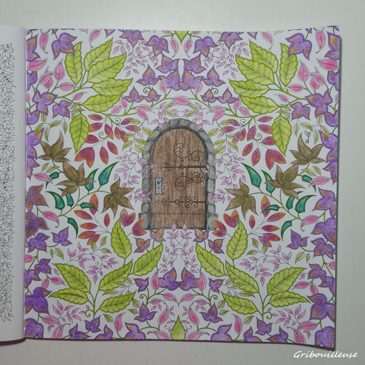 Johanna basford jardin secret carnet de coloriage et for Bastide au jardin secret