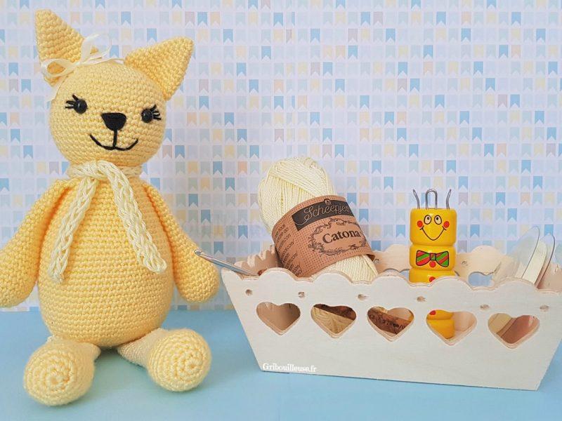 Chat au crochet – Agathe en jaune
