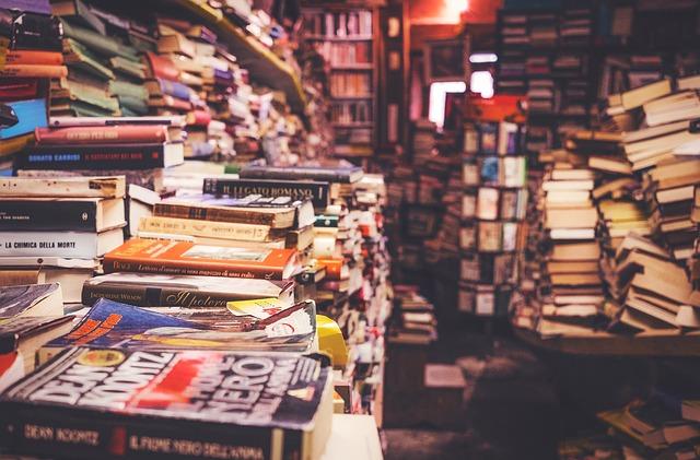Bibliothèque qui déborde